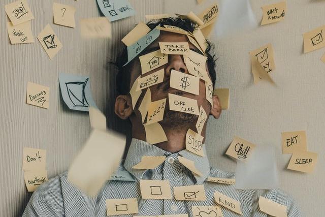 Kopf mit Postits