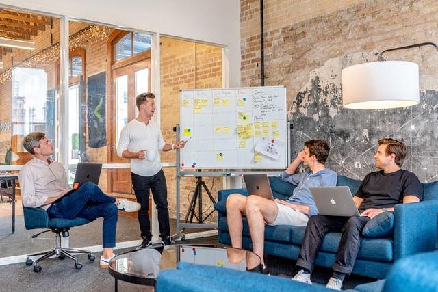 Teamarbeit in Form einer Präsentationsbesprechung